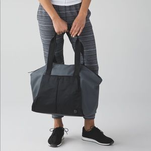 Lululemon Free to be tote bag